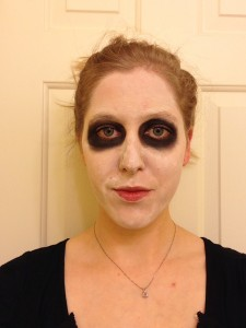 Perfect your sugar skull costume with this sugar skull makeup tutorial for Dia de los Muertos (Day of the Dead). This is a super simple look that doesn't require special expensive makeup, stencils or even a very steady hand. Learn different variations of one simple look to create come thing unique.